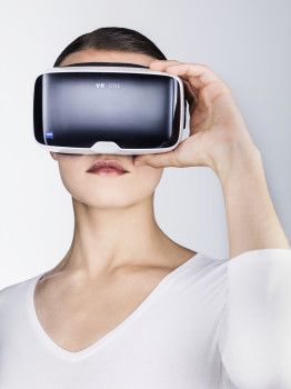 The modern product design of the ZEISS VR ONE Virtual Reality glasses.
