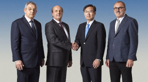 Minoru Usui, President Epson (2.v.r.) mit Sandro, Valerio und Riccardo Robustelli (v.l.n.r.)